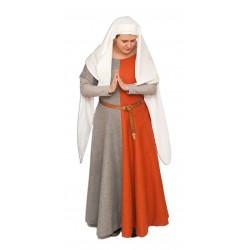 Suknia z wycęciami